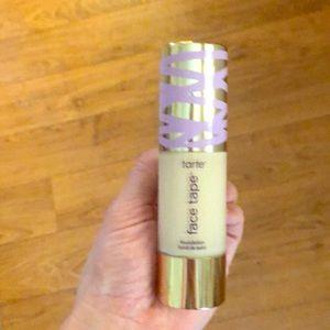 tarte Makeup - Tarte face tape *fair sand* foundation